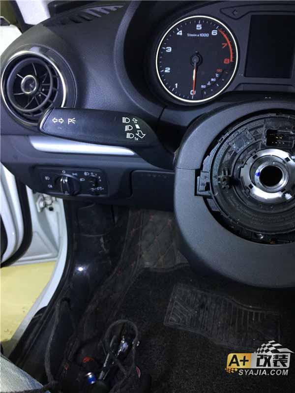 奥迪a3 多功能方向盘按键,自动大灯,巡航定速,蓝牙电话,原厂升级